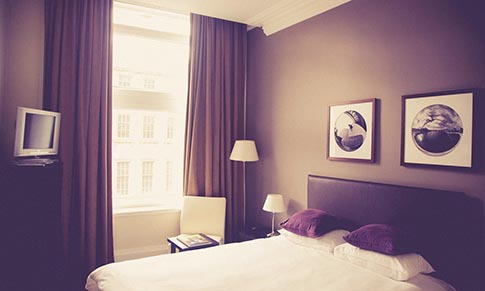 Hotel interior – how do colours affect our mood?